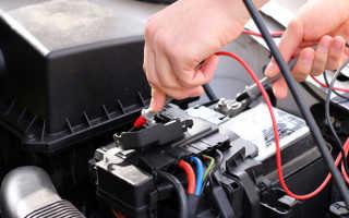 Как зарядное устройство определяет что аккумулятор заряжен